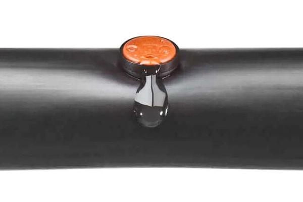 Đầu tưới nhỏ giọt có bù áp Katif khi gắn vào ống PE